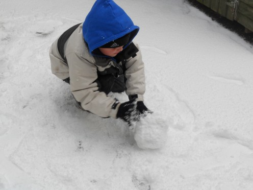 Be careful not to make the ball of snow too big as you will need to be able to lift the snow onto your placement for the Snow Man.