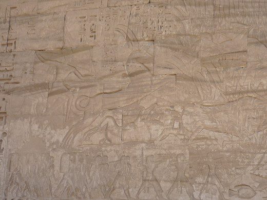 Rameses II shown as a giant, but he was a normal human.