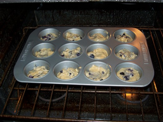 Fill the muffin cups and put them in the oven.