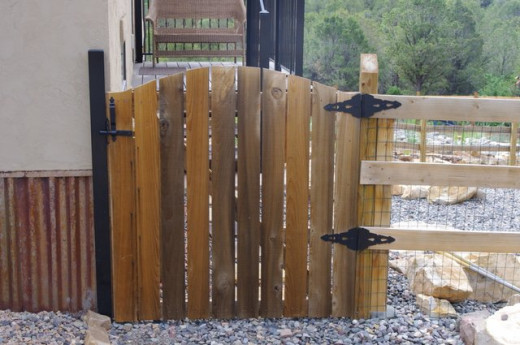 how to build a yard gate