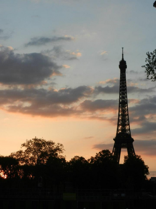 Eiffel Tower at sunset. Source: Shanna11