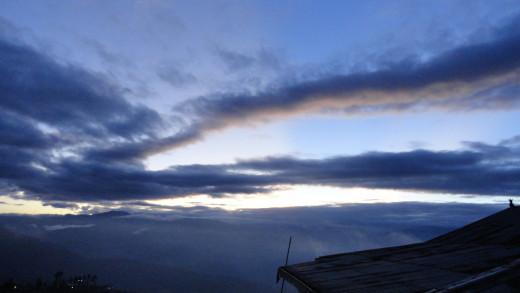Cascading dusk over Darjeeling sky