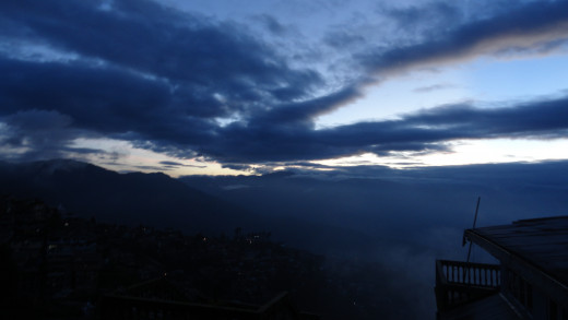 Evening turning to a mesmerizing night  - the late evening sky of Darjeeling