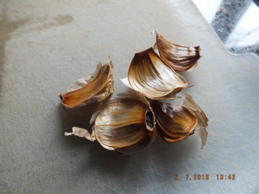 Black garlic has a ton of health benefits!