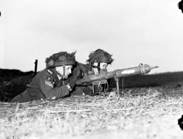 Private L.H. Johnson and Sergeant D.R. Fairborn of the 1st Canadian Parachute Battalion with a PIAT anti-tank weapon, Lembeck, Germany, 29 March 1945.