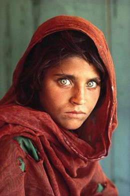 Are the features in this famous photograph of an Afghan girl on the cover of Nat'l Geographic magazine of someone who is of Jewish descent?