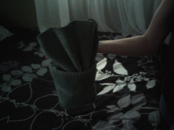 Towel origami folding-a cool, fancy way to fold towels & washcloths for guests!