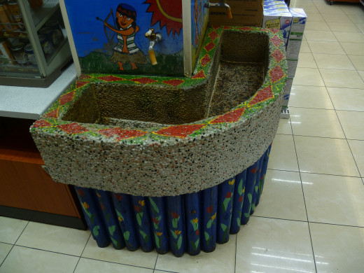 This is washbasin with hot water from hot springs. Wulai is famous from hot springs. One can clean hand in 7-eleven. There is only one, so everybody find it without problem.