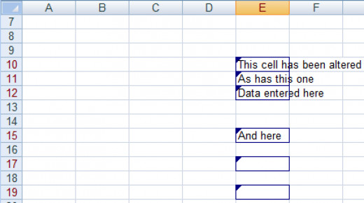 How Excel highlights cells with tracked changes in Excel 2007 and Excel 2010.