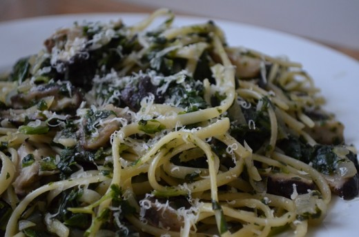 Here we have creamy linguine with greens. This recipe is not only delicious but its also really good for you.