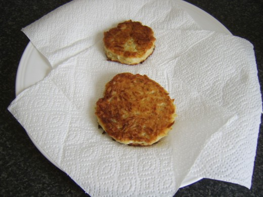 Potato cakes are drained on kitchen paper