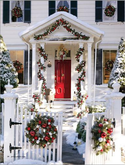 Home Décor Ideas - Evergreen Holiday Wreaths On Windows | Hubpages