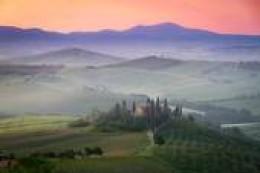Italy - Tuscany farmhouse at Dawn