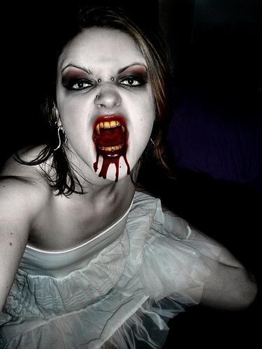 Vampire_Caitlin_Feeding by VampHunter777 from paltm  flickr.com