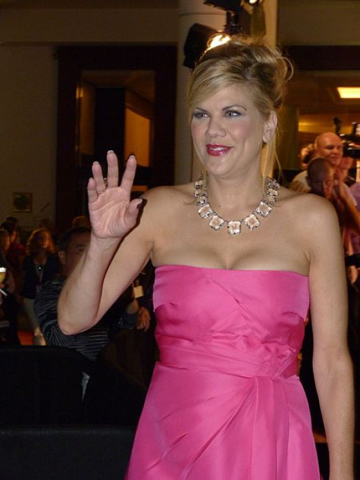 Kristen Johnston posed nude for the Carriage Horse protest ad for PETA. Everyone can't do that of course.
