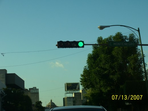 Notice the horizontal traffic signal. The green light will begin to blink right before it turns.
