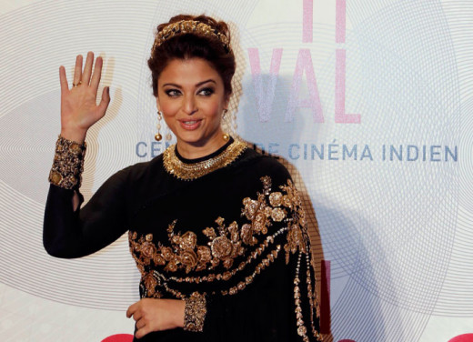 Aishwarya  in Sabyasachi creation at the 2013 film festival.