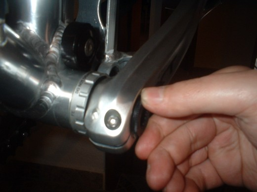 Screwing the crank arm bolt