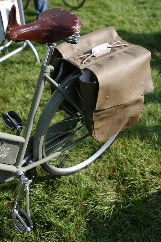 This is the Brick Lane pannier bag by Brooks that I've reviewed  in this article.