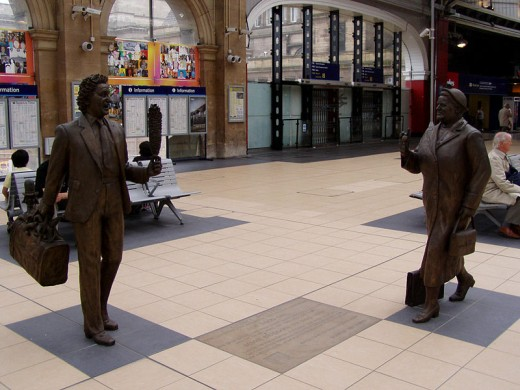 Chance Meeting - Statues of Ken Dodd and Bessie Braddock