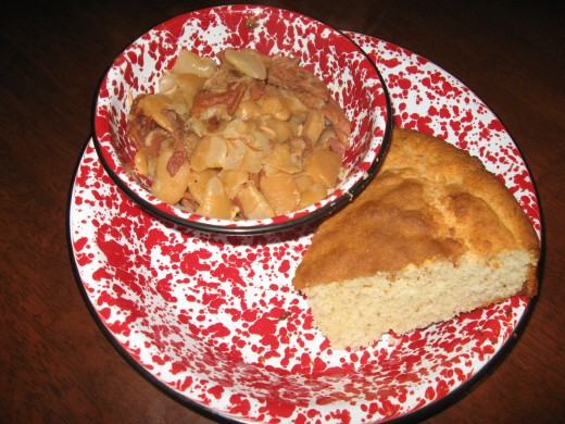 Cornbread with lima beans and ham