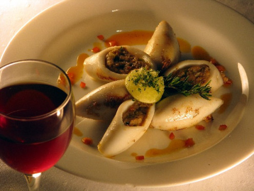 Pairing red wine with Stuffed Calamari