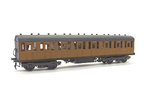 This is the eight compartment vehicle, same livery. All four vehicles with Jackson (Romford) screw couplings, the lower pair having Branchlines standard vacuum pipe fittings (with brackets) - both sold on from my stock through the Engine Shed, E11