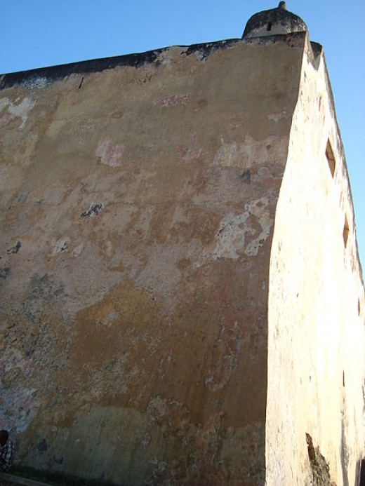 18 Meter Walls. Fort Jesus is built on top of a coral ridge that extends east-west from the mouth of the Mombasa harbor