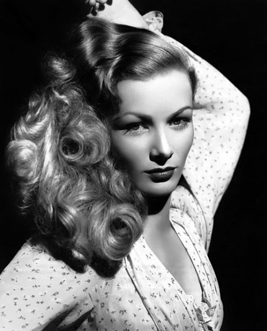 Veronica Lake was famous for her hair being long and wavy.