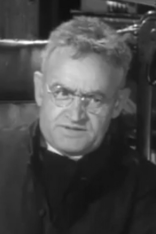 Barry Fitzgerald as Father Fitzgibbon in the 1944 film Going My Way