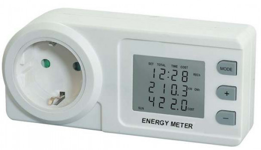 A low price energy meter, suitable to measure the electrical consumption of the devices plugged in it.