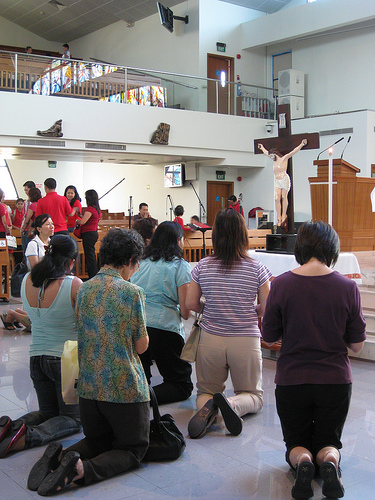 Christians observing Mass/worship during Good Friday