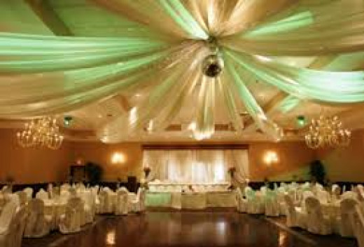 A large venue, needs plentiful décor, to make it look warm and give it ambience.