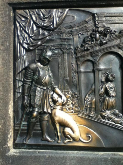 The lucky dog on Charles Bridge