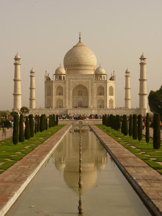 Taj Mahal mausoleum. Agra, Uttar Pradesh, India. Built in memory of the third wife of Mughal emperor Shah Jahan. Opened in the year 1648.