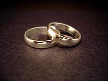 220px-Wedding_rings.jpg