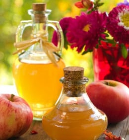 Apple cider vinegar has many health benefits.