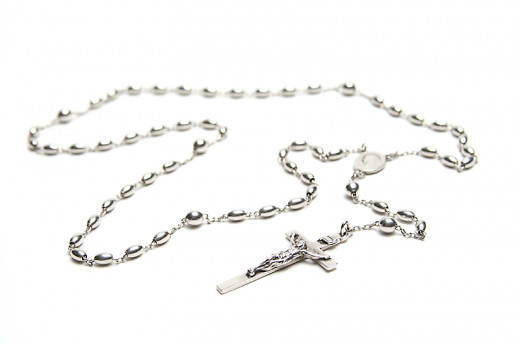 This is a traditional Catholic rosary based on five sets of ten Hail Mary prayers.