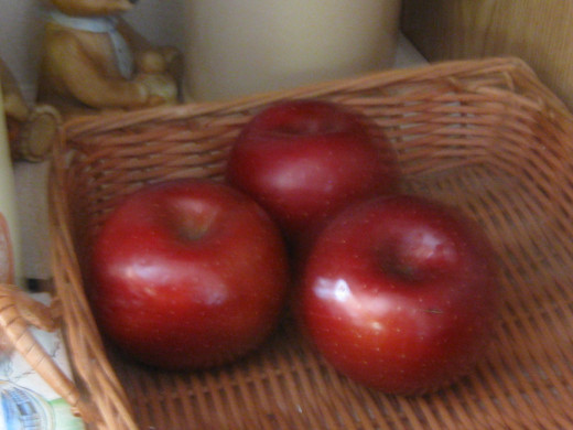 apples ready to peel and cut