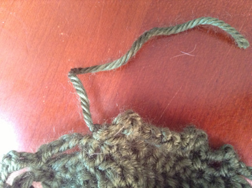 Cut off from yarn, leaving a tail.
