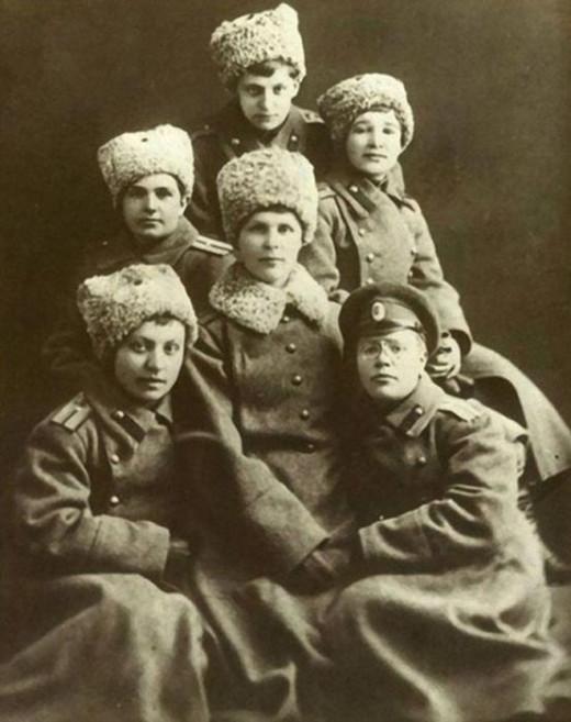 Russian army women-praporshiki graduated Alexandrovskiy Army College during WWI 1917