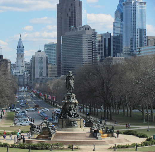 Statue of George Washington on Benjamin Franklin Parkway.