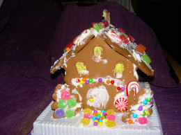 Gingerbread House ~ a fun family home holiday project