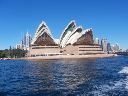The Opera House is located on the water's edge, its curves appearing in the sea breeze. Truly a gift to the city of Sydney.