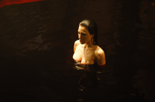 Jaime Murray bathes in blod as Gerri in Fright Night 2: New Blood
