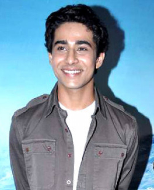 Suraj Sharma plays Pi at age 16.
