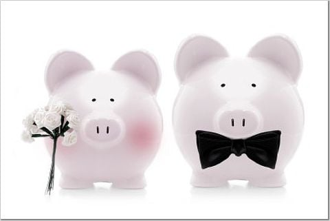 How to Keep From Spending Too Much Money While Planning Your Wedding