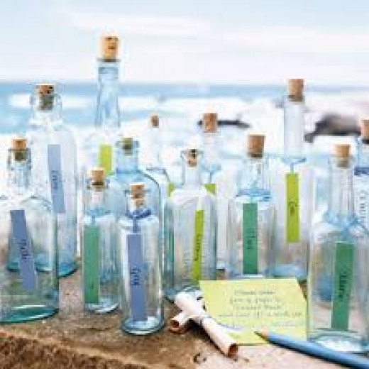 Your guests can write a message in a bottle to the bride and groom