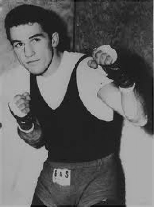 Eder Jofre is the best Brazilian boxer of all time. His skills were ahead of his competitors and he always gave his best effort.
