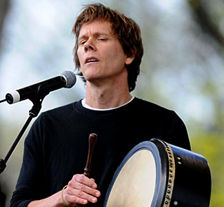 Kevin Bacon performing